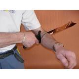 Le sabre à travers le bras